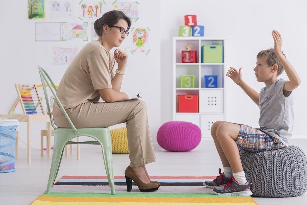 С детьми психологу придется использовать игровые и проективные методики