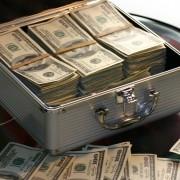 Человеку важно иметь достаточно денег