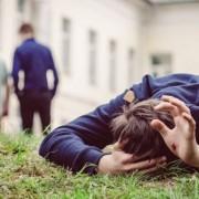 Проявление жестокости к подростку