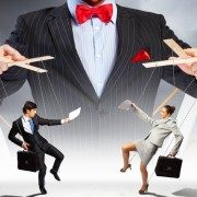 Знание техник манипуляции помогает добиться успеха на руководящих должностях