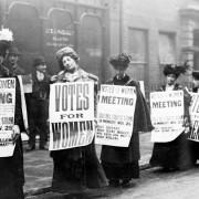 Первый митинг женщин, который помог им высказать неодобрение против уровня заработной платы
